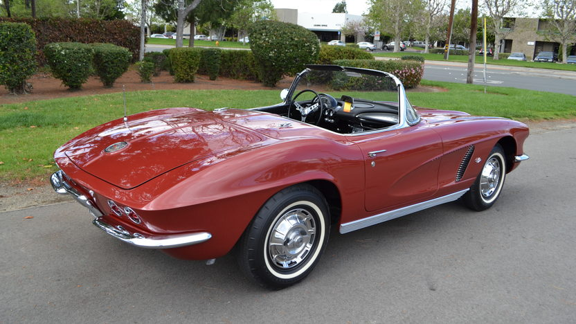 1962 Chevrolet Corvette Convertible 327/340 HP, 4-Speed presented as lot S176 at Anaheim, CA 2012 - image5