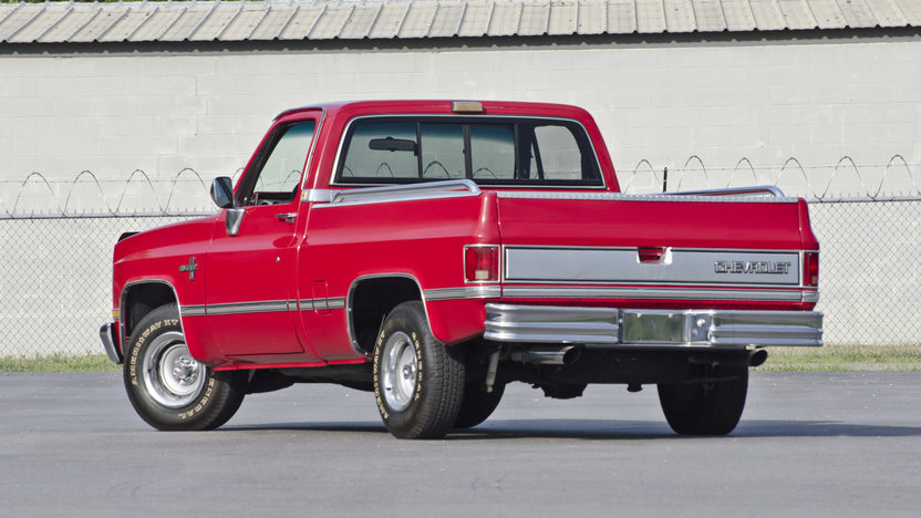 1986 Chevrolet Silverado Pickup 350 CI, Automatic presented as lot S150 at North Little Rock, AR 2012 - image2