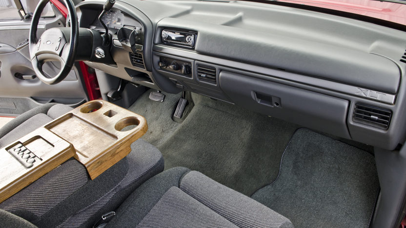 1993 Ford Lightning Pickup 5.8L, Automatic presented as lot S152 at North Little Rock, AR 2012 - image4