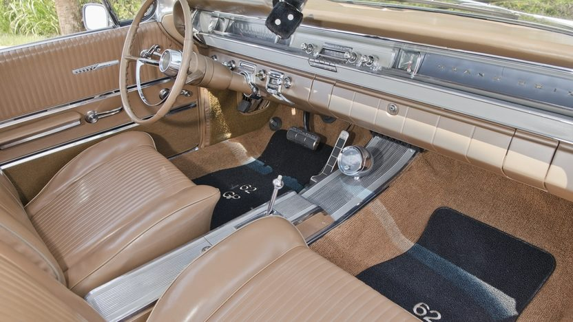 1962 Pontiac Grand Prix Hardtop 389 CI, Automatic presented as lot S31 at Boynton Beach, FL 2013 - image6