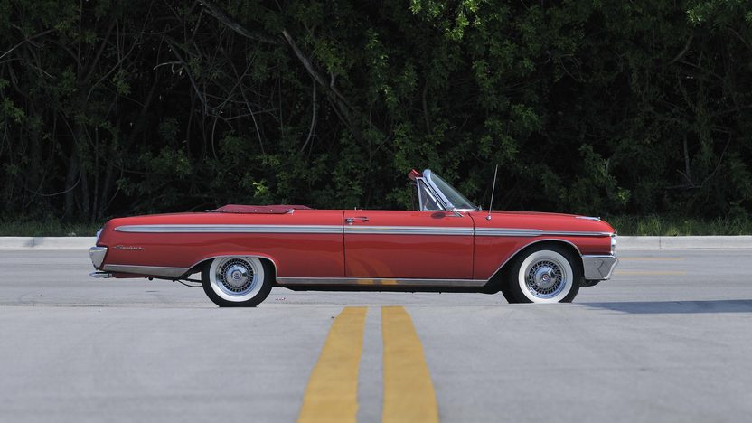 1962 Ford Galaxie Sunliner 352 CI, Red/Red presented as lot S61 at Boynton Beach, FL 2013 - image3