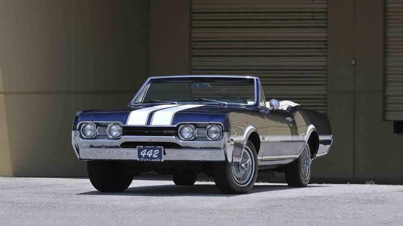 1967 Oldsmobile 442 Convertible 400/350 HP, 4-Speed presented as lot S28 at Boynton Beach, FL 2013 - image12