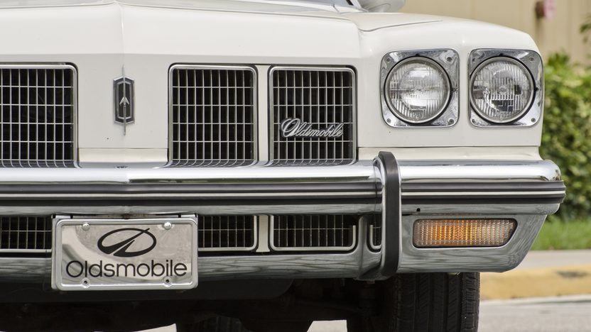 1975 Oldsmobile Delta 88 Convertible 350 CI, Triple White presented as lot S73 at Boynton Beach, FL 2013 - image12