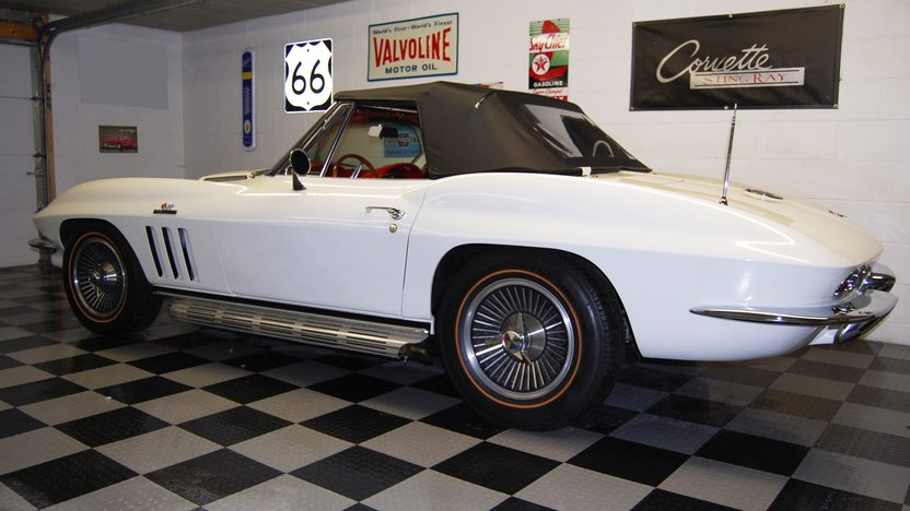 1966 Chevrolet Corvette Convertible 427/425 HP, 4-Speed presented as lot F66 at St. Charles, IL 2009 - image4
