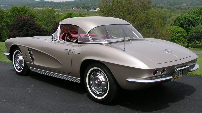 1962 Chevrolet Corvette Convertible 327/360 HP, 4-Speed presented as lot S125 at St. Charles, IL 2012 - image8