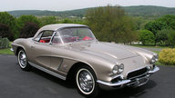1962 Chevrolet Corvette Convertible 327/360 HP, 4-Speed presented as lot S125 at St. Charles, IL 2012 - thumbail image9