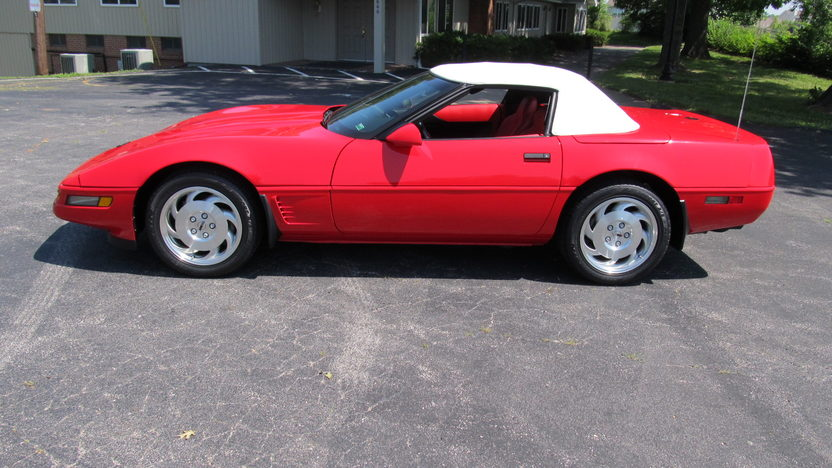 1996 Chevrolet Corvette Convertible 350/300 HP, Automatic presented as lot S73 at Champaign , IL 2013 - image2