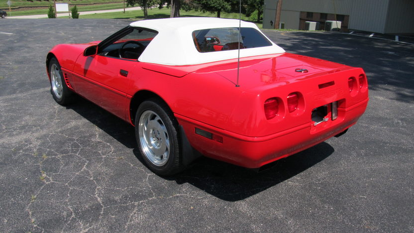 1996 Chevrolet Corvette Convertible 350/300 HP, Automatic presented as lot S73 at Champaign , IL 2013 - image3