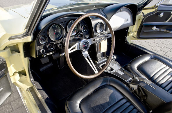 1967 Chevrolet Corvette Convertible 427/435 HP, 4-Speed presented as lot S87 at Champaign , IL 2013 - image3