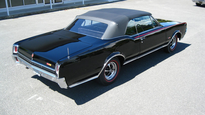 1967 Oldsmobile 442 Convertible 400/350 HP, 4-Speed   presented as lot F125 at Monterey, CA 2010 - image2