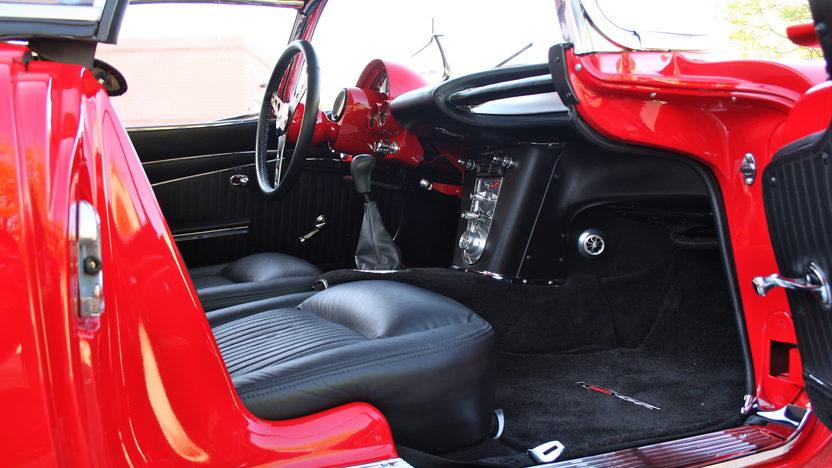 1962 Chevrolet Corvette Z06 Resto Mod 485 HP, 6-Speed   presented as lot F126 at Monterey, CA 2010 - image5