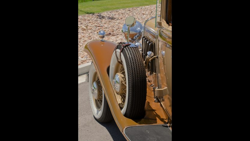 1932 Cadillac LaSalle 3-Speed presented as lot F66 at Monterey, CA 2011 - image10