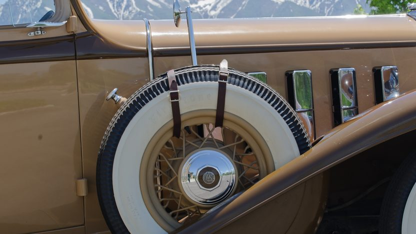 1932 Cadillac LaSalle 3-Speed presented as lot F66 at Monterey, CA 2011 - image4