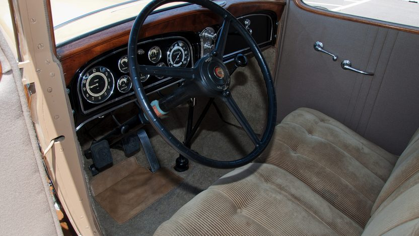 1932 Cadillac LaSalle 3-Speed presented as lot F66 at Monterey, CA 2011 - image5