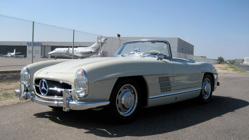 1961 Mercedes-Benz 300 SL Roadster presented as lot S85 at Monterey, CA 2011 - image2