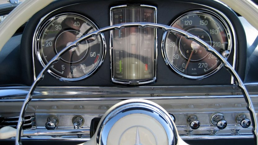 1961 Mercedes-Benz 300 SL Roadster presented as lot S85 at Monterey, CA 2011 - image6