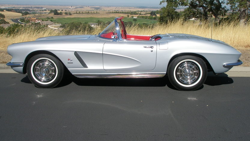 1962 Chevrolet Corvette Convertible 327/360 HP, 4-Speed, NCRS Top Flight presented as lot S172 at Monterey, CA 2012 - image7