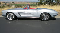 1962 Chevrolet Corvette Convertible 327/360 HP, 4-Speed, NCRS Top Flight presented as lot S172 at Monterey, CA 2012 - thumbail image7