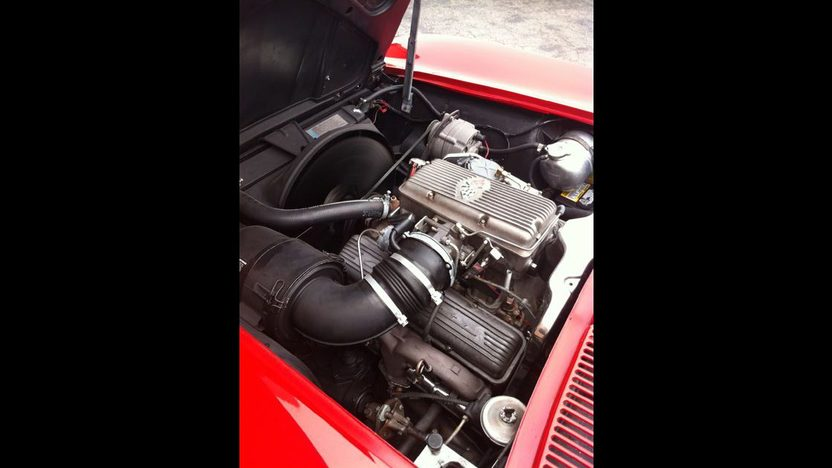 1963 Chevrolet Corvette Split Window Coupe 327/360 HP, 4-Speed presented as lot S99 at Monterey, CA 2012 - image5