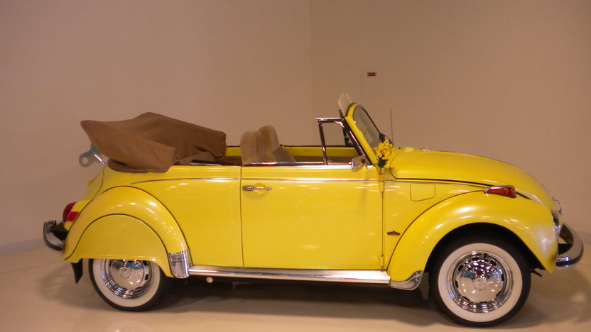 1971 Volkswagen Beetle Convertible 1585 CC, 4-Speed presented as lot F44 at Monterey, CA 2013 - image2