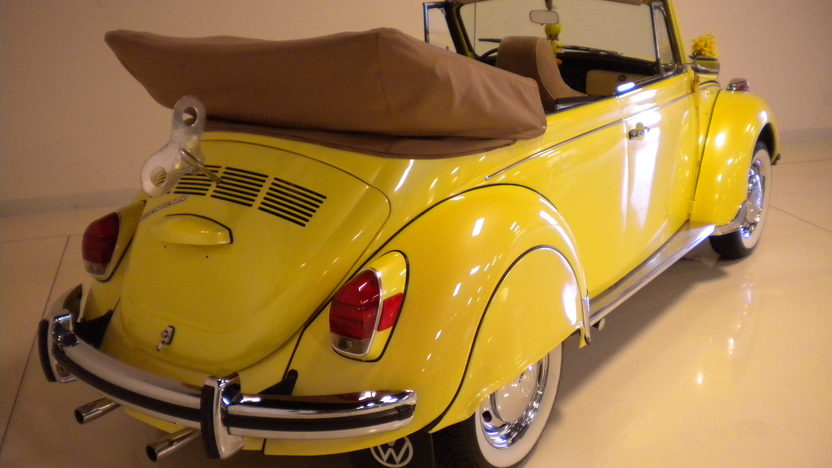1971 Volkswagen Beetle Convertible 1585 CC, 4-Speed presented as lot F44 at Monterey, CA 2013 - image3