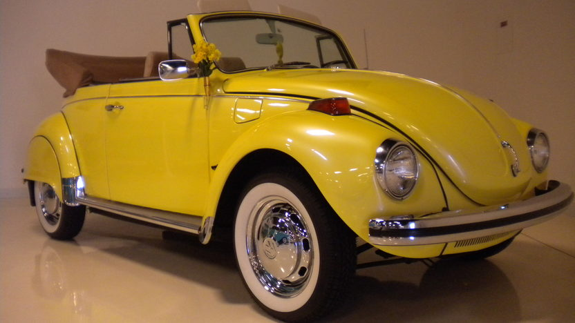 1971 Volkswagen Beetle Convertible 1585 CC, 4-Speed presented as lot F44 at Monterey, CA 2013 - image8