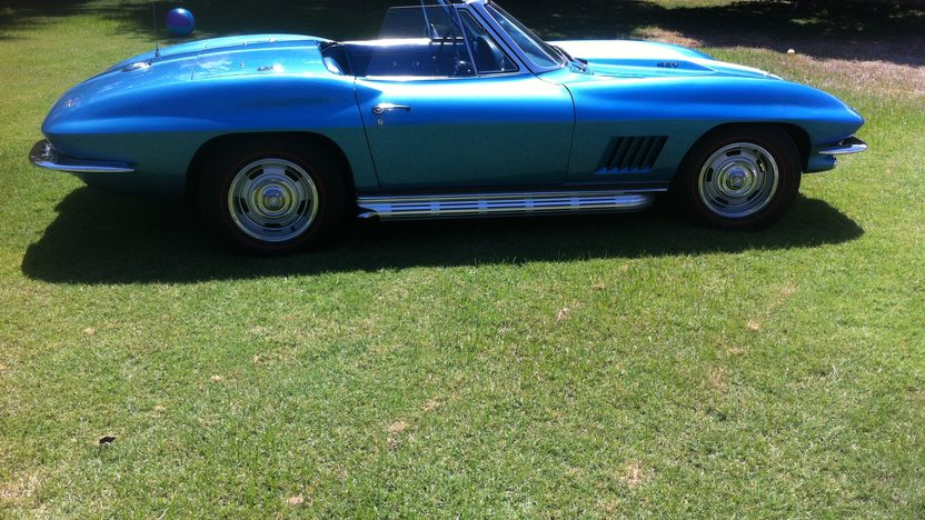 1967 Chevrolet Corvette Convertible 427/390 HP, 4-Speed presented as lot F45 at Monterey, CA 2013 - image2
