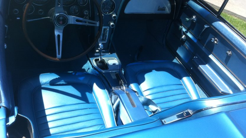 1967 Chevrolet Corvette Convertible 427/390 HP, 4-Speed presented as lot F45 at Monterey, CA 2013 - image4