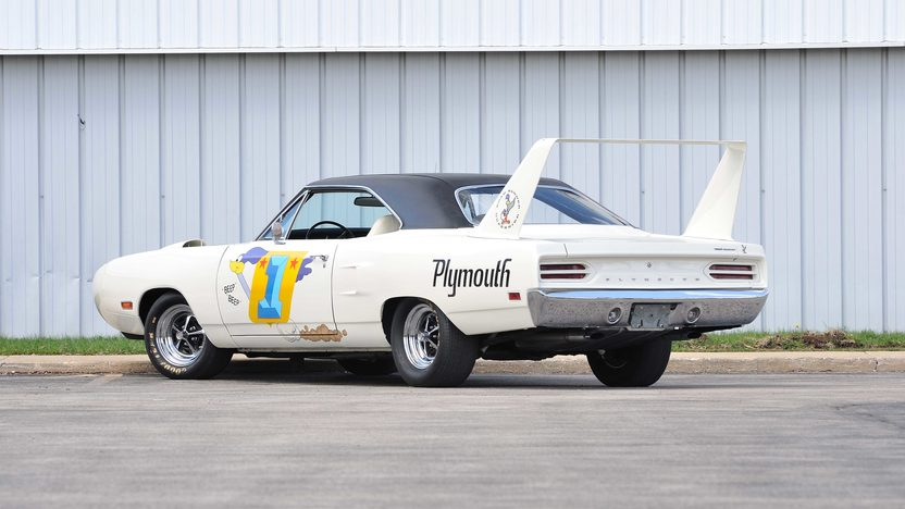 1970 Plymouth Superbird Raced in NASCAR by Roger McCluskey presented as lot F171 at Monterey, CA 2013 - image3