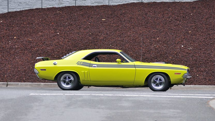 1971 Dodge Challenger R/T V-Code 440 Six Pack presented as lot S125 at Monterey, CA 2013 - image2