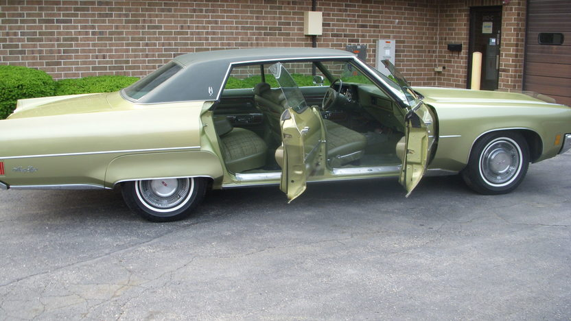 1971 Oldsmobile 98 LS 455 CI presented as lot T35 at St. Charles, IL 2011 - image2