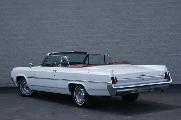 1963 Oldsmobile Dymanic 88 Convertible 394/280 HP, Automatic presented as lot T43 at St. Charles, IL 2011 - image3