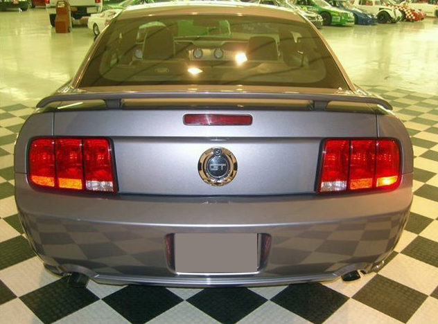2006 Ford Mustang GT 4.6L, Automatic presented as lot T48 at St. Charles, IL 2011 - image3