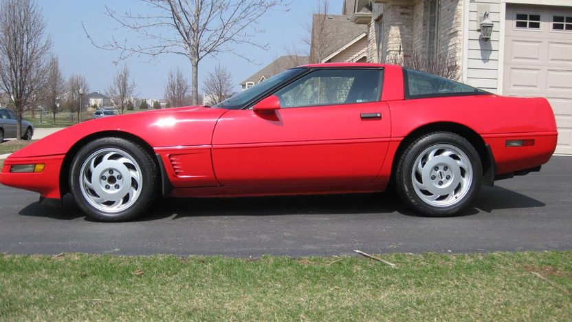 1995 Chevrolet Corvette 5.7L, Automatic presented as lot T52 at St. Charles, IL 2011 - image3