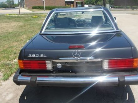 1985 Mercedes-Benz 380SL Convertible Automatic presented as lot T57 at St. Charles, IL 2011 - image2