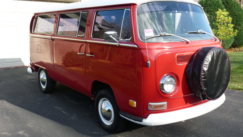 1970 Volkswagen Type 2 Station Wagon presented as lot T67 at St. Charles, IL 2011 - image2