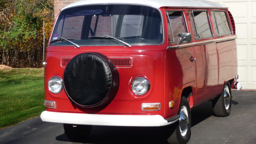 1970 Volkswagen Type 2 Station Wagon presented as lot T67 at St. Charles, IL 2011 - image3