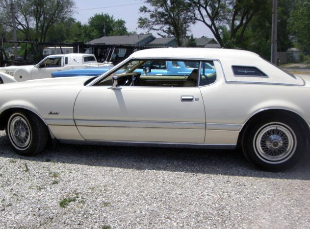 1973 Ford Thunderbird 2-Door Hardtop 460 CI, Automatic presented as lot T75 at St. Charles, IL 2011 - image2