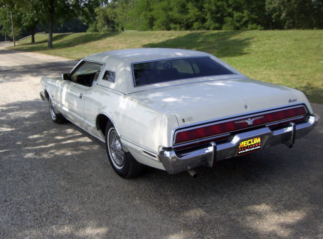 1973 Ford Thunderbird 2-Door Hardtop 460 CI, Automatic presented as lot T75 at St. Charles, IL 2011 - image3