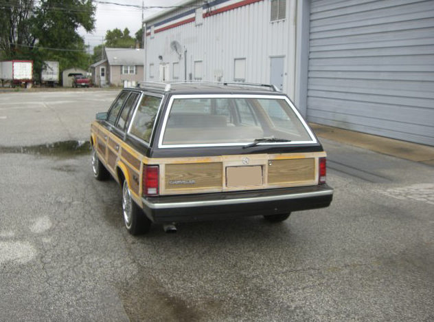 1985 Chrysler Lebaron Town And Country Automatic presented as lot T77 at St. Charles, IL 2011 - image2