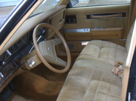 1985 Chrysler Lebaron Town And Country Automatic presented as lot T77 at St. Charles, IL 2011 - image3