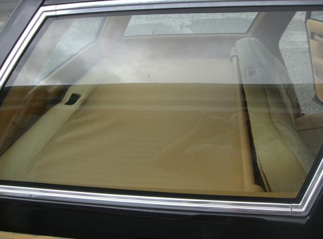1985 Chrysler Lebaron Town And Country Automatic presented as lot T77 at St. Charles, IL 2011 - image6