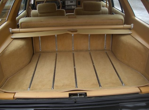 1985 Chrysler Lebaron Town And Country Automatic presented as lot T77 at St. Charles, IL 2011 - image7