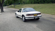 1989 Buick Reatta 3.8L, Automatic presented as lot T68 at St. Charles, IL 2011 - thumbail image2