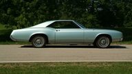 1967 Buick Riviera presented as lot T94 at St. Charles, IL 2011 - thumbail image3