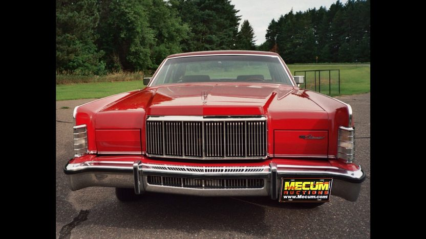 1976 Lincoln Town Car 4-Door Sedan 460 CI, Automatic presented as lot T95 at St. Charles, IL 2011 - image3
