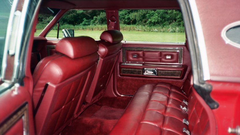 1976 Lincoln Town Car 4-Door Sedan 460 CI, Automatic presented as lot T95 at St. Charles, IL 2011 - image6