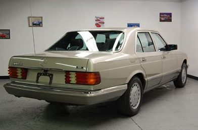 1988 Mercedes-Benz 300 SEL 4-Door presented as lot T104 at St. Charles, IL 2011 - image2