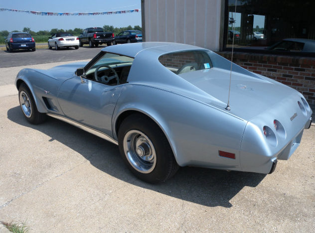 1977 Chevrolet Corvette Coupe 350 CI, Automatic presented as lot T114 at St. Charles, IL 2011 - image4