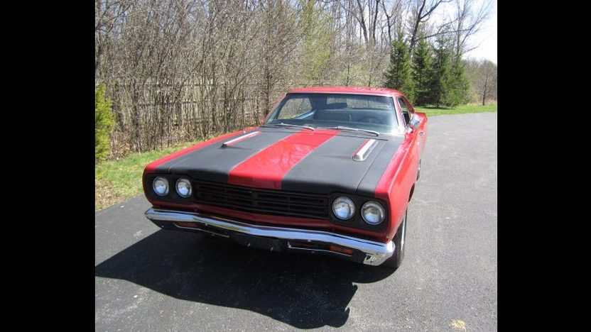 1969 Plymouth Road Runner 383/335 HP, Automatic presented as lot T198 at St. Charles, IL 2011 - image2